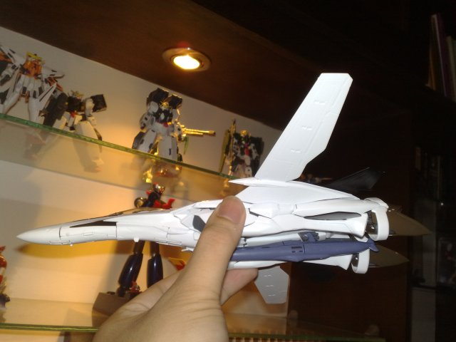 Doing a flyby around Mazinger Z and my 1/144 Gundam 00 kits.