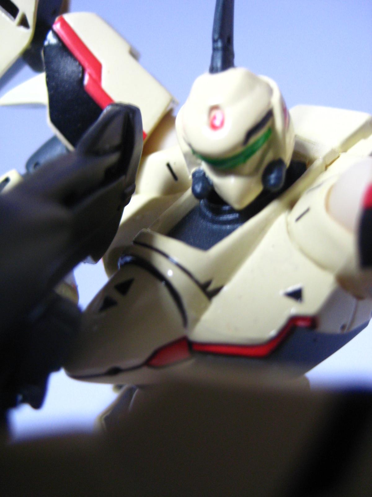 macross plus YF-19 revoltech battloid